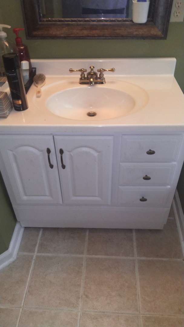Tunica, MS - Unstopped bathroom sink
