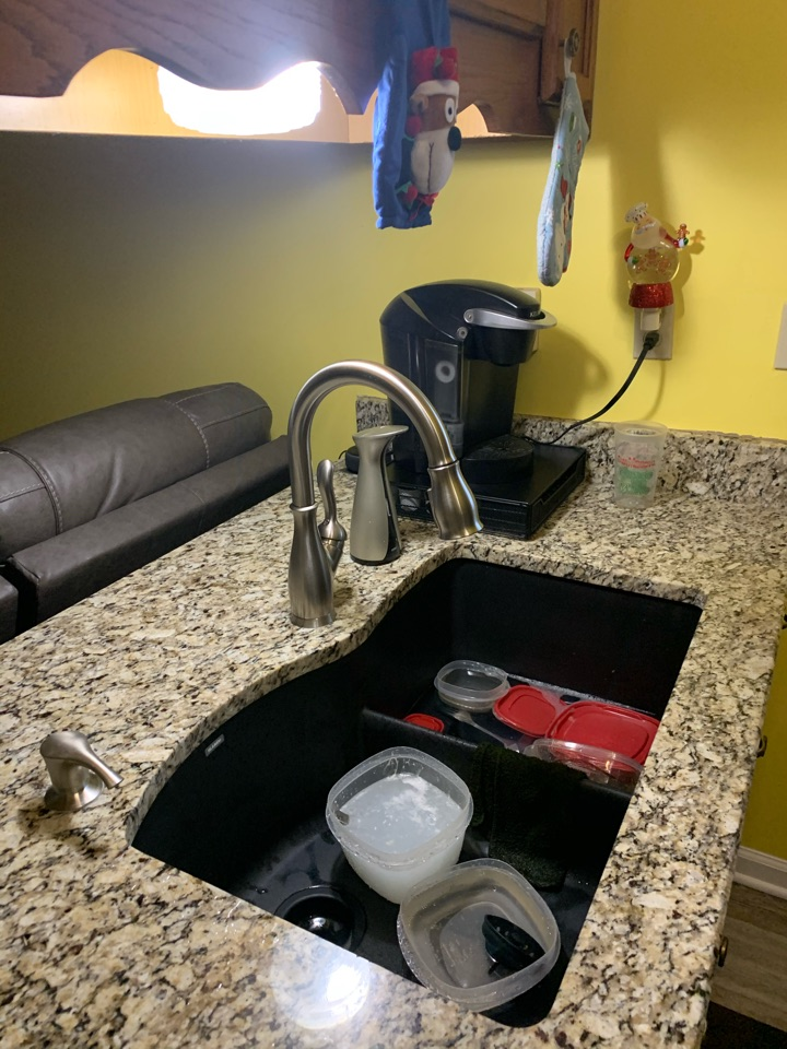 Southaven, MS - Replace kitchen faucet