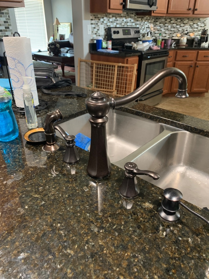 Olive Branch, MS - Install stems in kitchen faucet and bathroom faucet