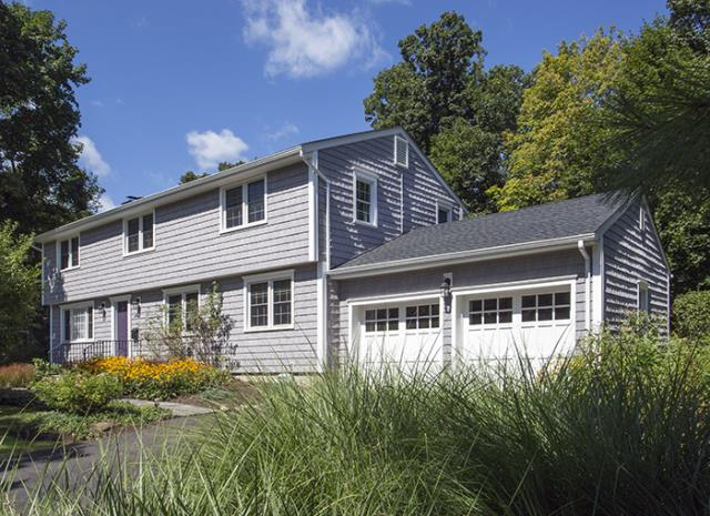 New Canaan, CT - CertainTeed Cedar Impressions vinyl siding in Granite Gray with White trim and crown moldings