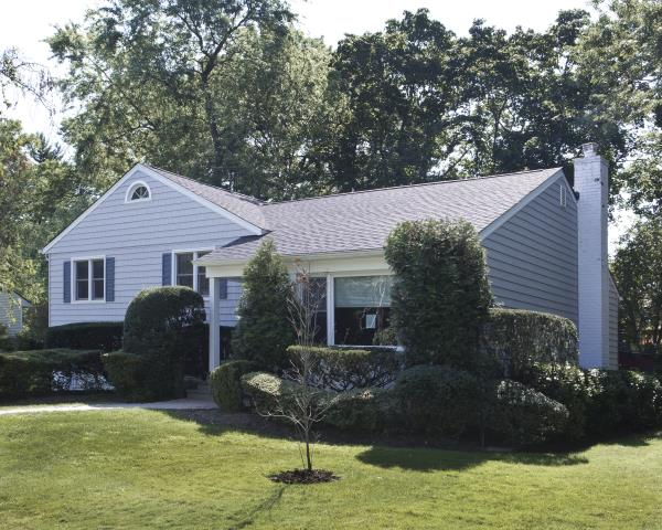 New Rochelle, NY - CertainTeed Cedar Impressions Perfection Straight-Edge style vinyl siding in Sterling Gray with White trim