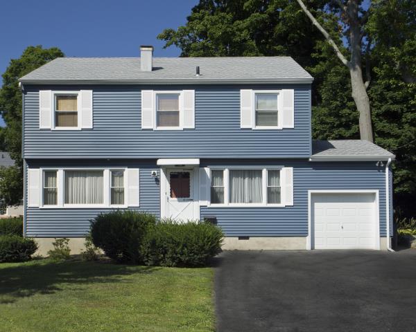 White Plains, NY - CertainTeed Monogram clapboard vinyl siding in Pacific Blue with white trim