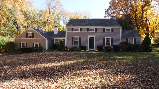 Norwalk, CT - CertainTeed Monogram vinyl siding in Natural Clay