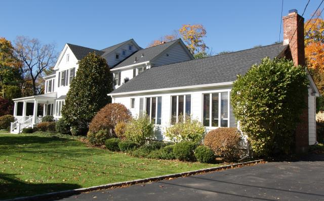 Greenwich, CT - GAF Timberline HD architectural roof in Charcoal.