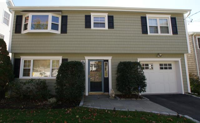 Norwalk, CT - CertainTeed Monogram clapboard vinyl siding in Cypress