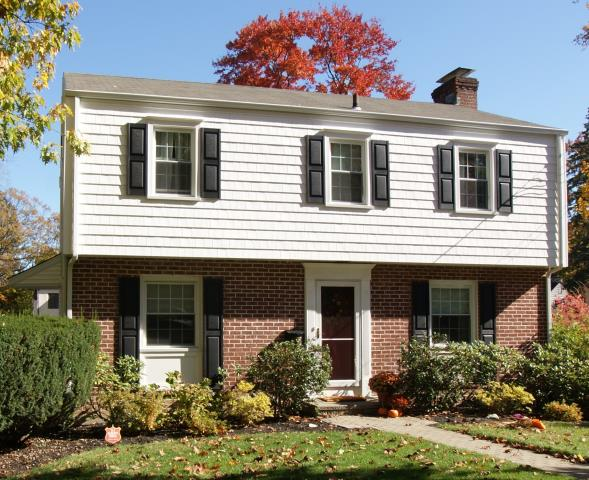 White Plains, NY - CertainTeed Monogram vinyl siding in White