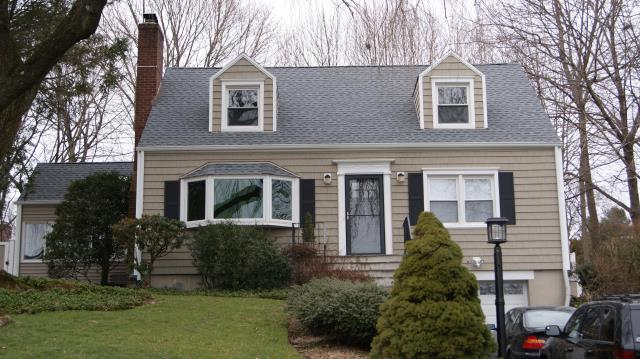 Stamford, CT - Cedar Impressions Perfection Straight-Edge style vinyl siding in Natural Clay