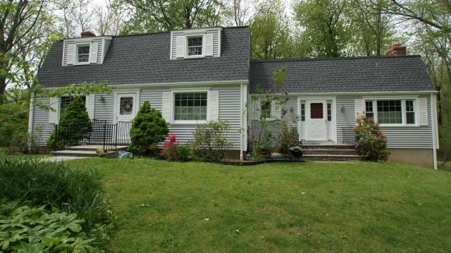 Greenwich, CT - CertainTeed Monogram clapboard-style vinyl siding in Sterling Gray