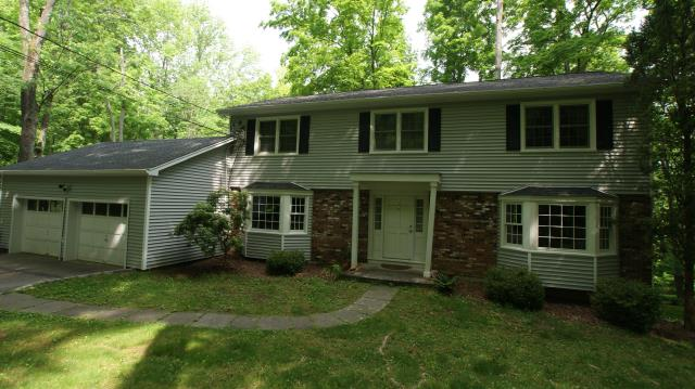 Katonah, NY - CertainTeed Monogram clapboard-style vinyl siding in Sterling Gray
