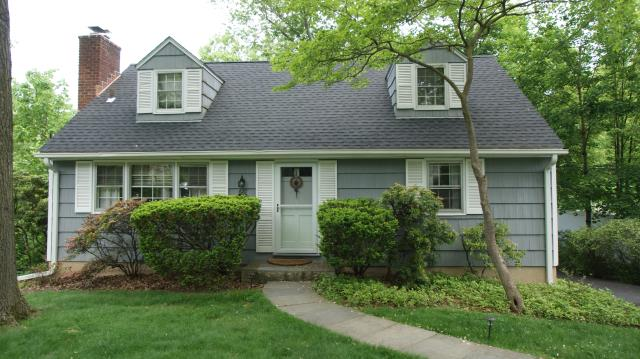 White Plains, NY - GAF Timberline HD architectural roof in Charcoal