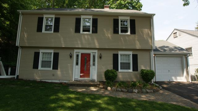 Stamford, CT - CertainTeed Monogram clapboard-style vinyl siding in Savanna Wicker