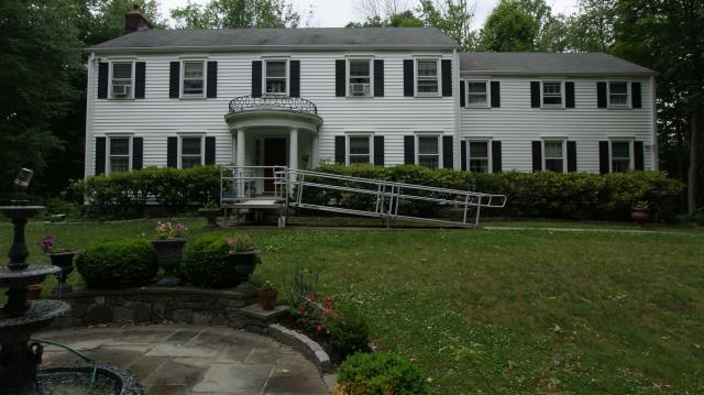 New Canaan, CT - CertainTeed Mainstreet clapboard-style vinyl siding in Colonial White