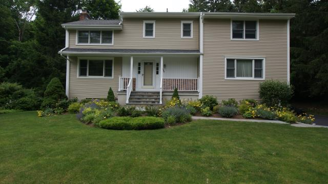 Ridgefield, CT - CertainTeed Monogram clapboard vinyl siding in Savanah Wicker
