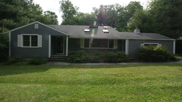 Wilton, CT - CertainTeed Monogram clapboard vinyl siding in Charcoal Gray