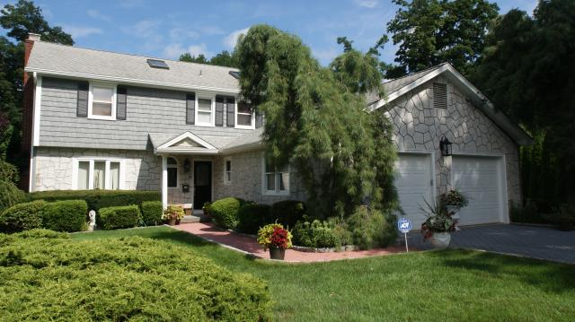 Stamford, CT - CertainTeed Monogram clapboard vinyl siding in Charcoal Gray