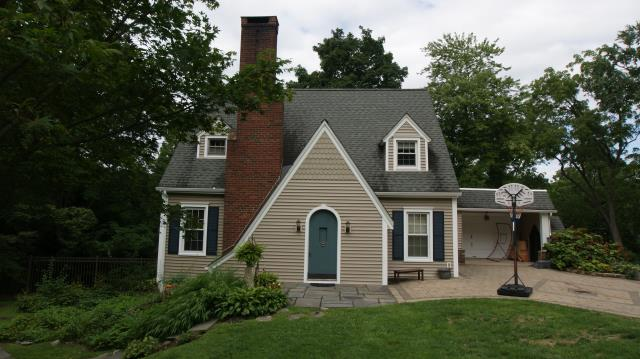 Pleasantville, NY - CertainTeed Monogram clapboard vinyl siding in Natural Clay