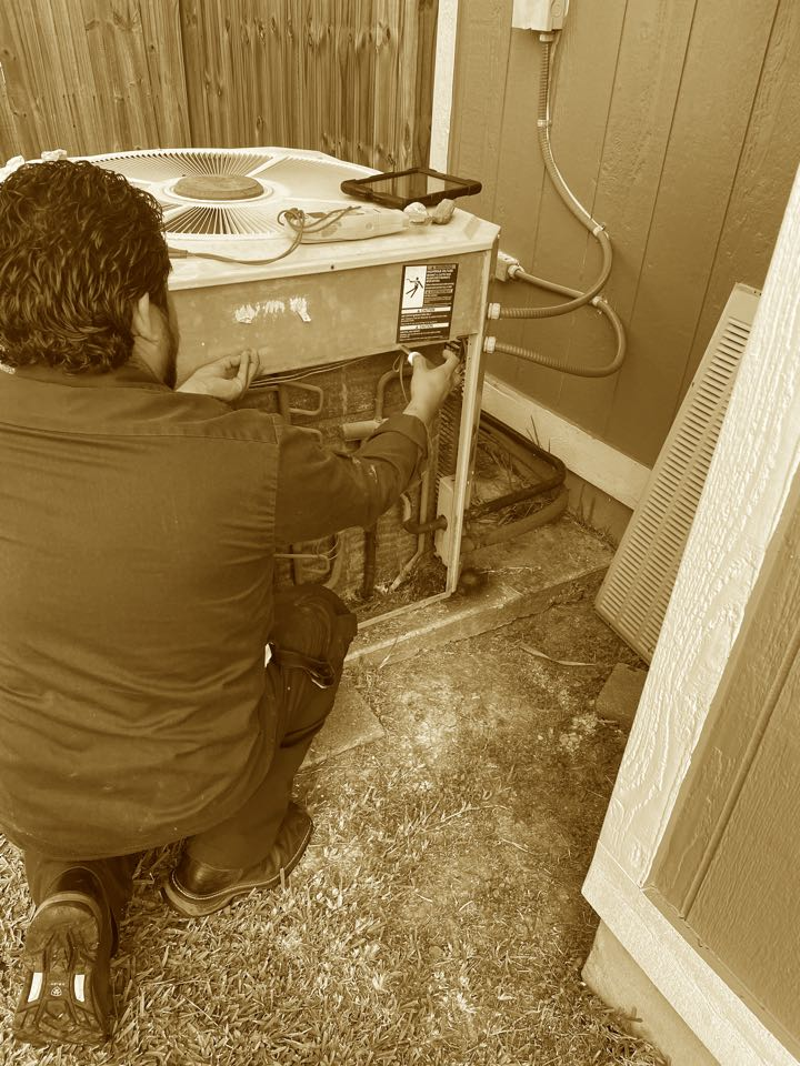New Braunfels, TX - Performing Maintenance on trane condenser
