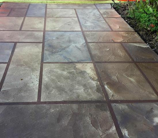 Dubuque, IA - Extreme Clean & Coatings does awesome sidewalks! 5/5 Star professionalism!