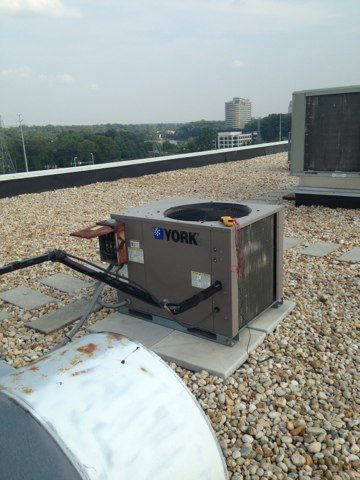 Falls Church, VA - 4th call of the day, No AC commercial building in Falls Church. Made repair to AC, it's running, yahoo