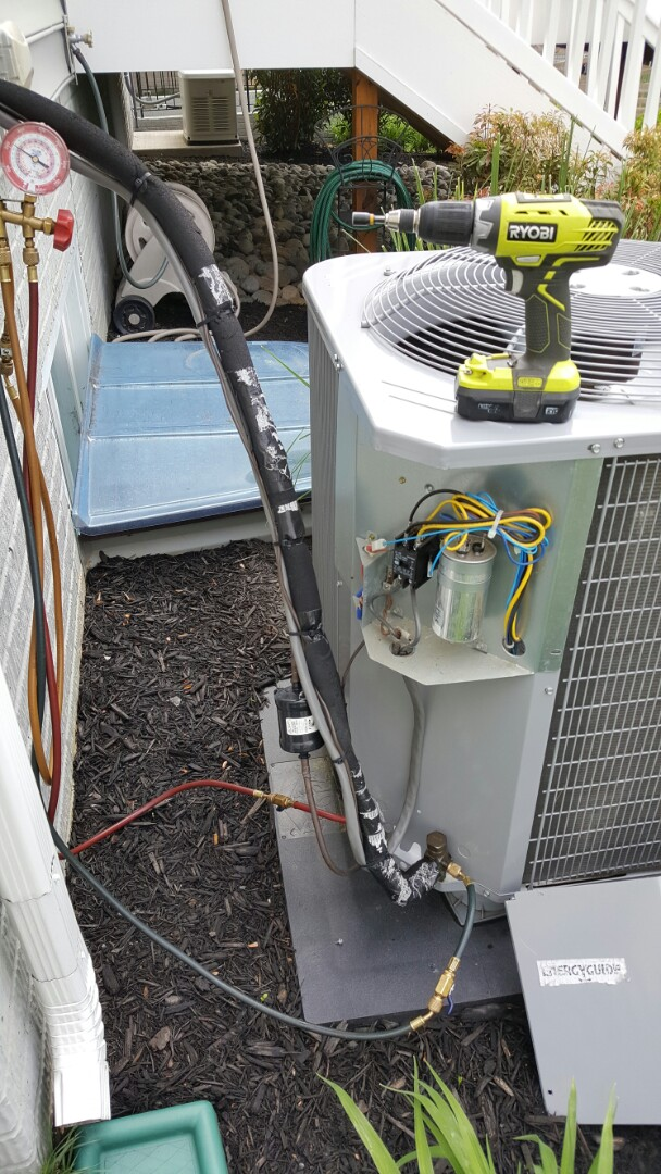 Lorton, VA - Performing routine service maintanence on carrier A/C unit. Checking operations and charge