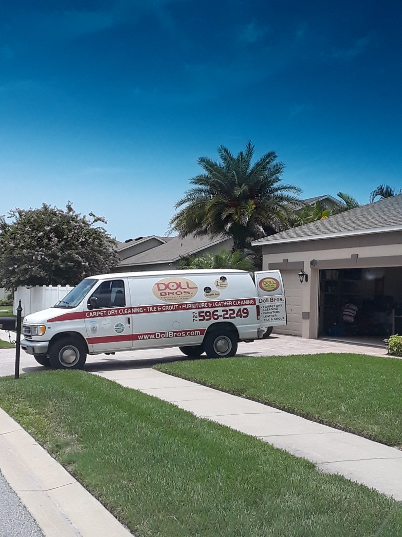 Seminole, FL - Performance our Carpet Dry Cleaning process at this beautiful home. Nine rooms of Carpet plus the steps. Also doing Tile & Grout cleaning in 7 additional rooms. The job turned out fabulous!