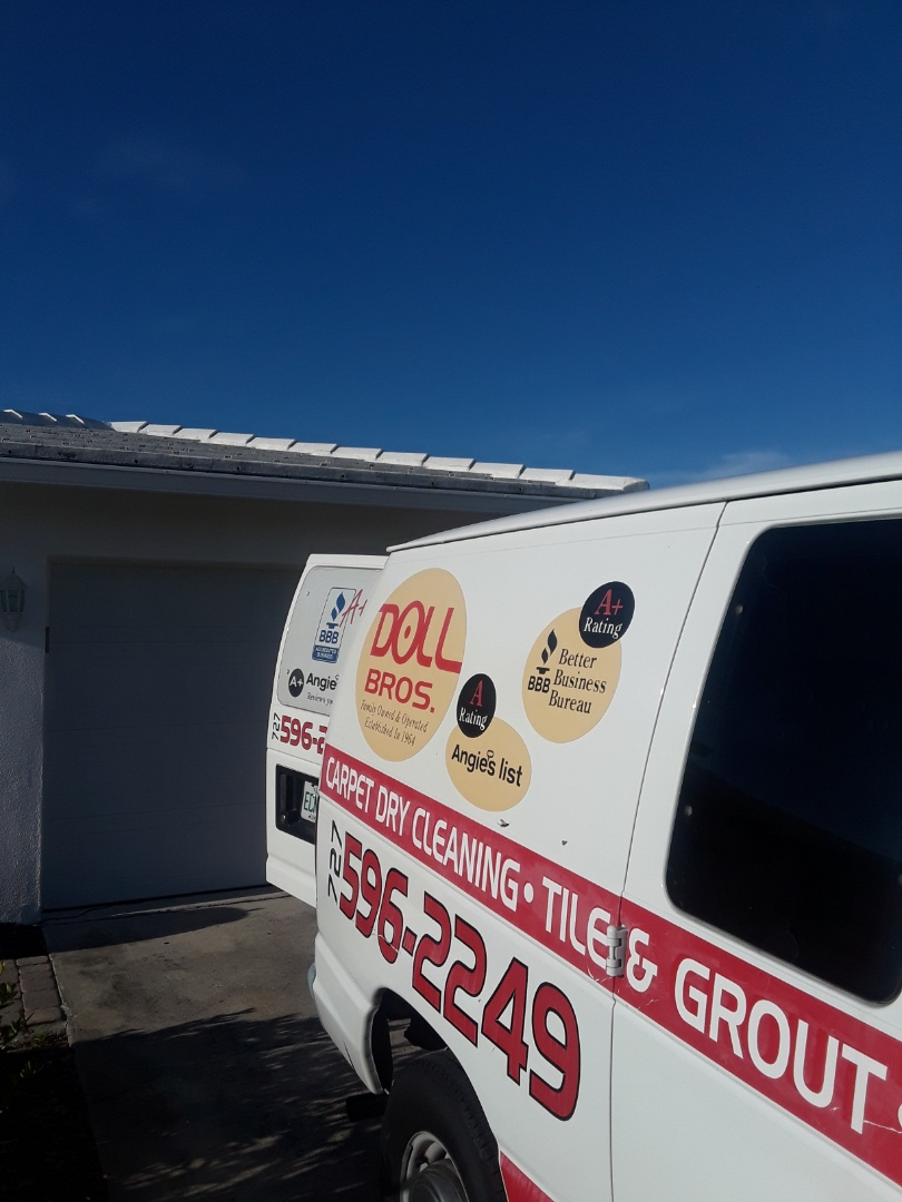 Pinellas Park, FL - We are at the Mainland's of Tamarac a huge community of residential homes. On this job performing our 9 step Low Moisture Carpet Cleaning for the entire home.