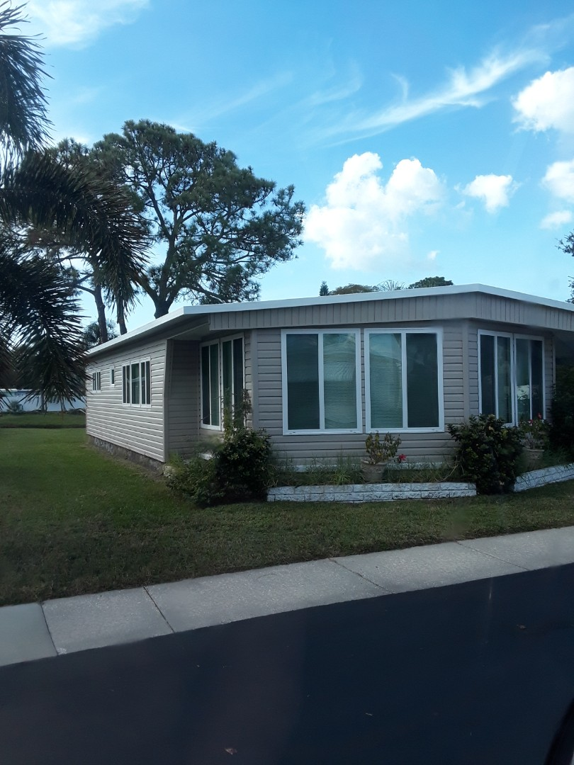 Largo, FL - Working at Lake Seminole Resort Mobile Home Park, last Carpet Cleaning job of the day.