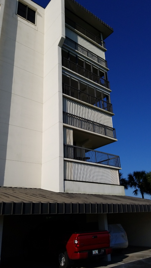 Largo, FL - Carpet Cleaning at Sihpwatch Condominiums for a repeat customer.