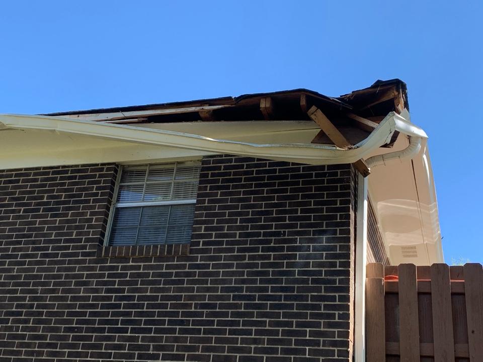 Fairfield, AL - Need roof and gutter repair