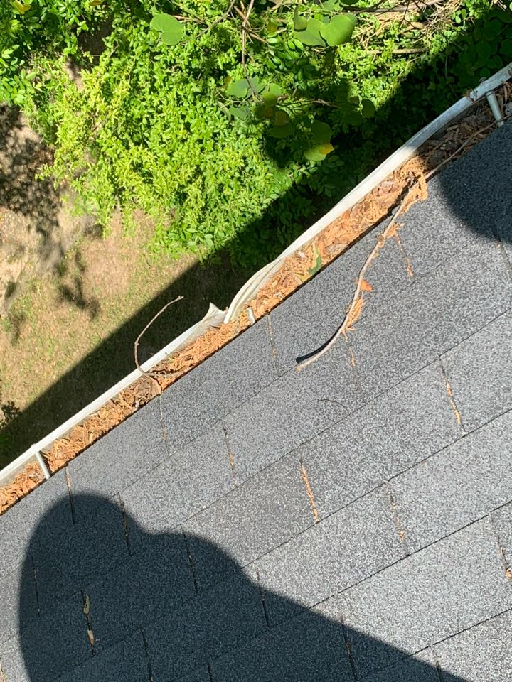 Center Point, AL - Measured to replace damaged gutters.