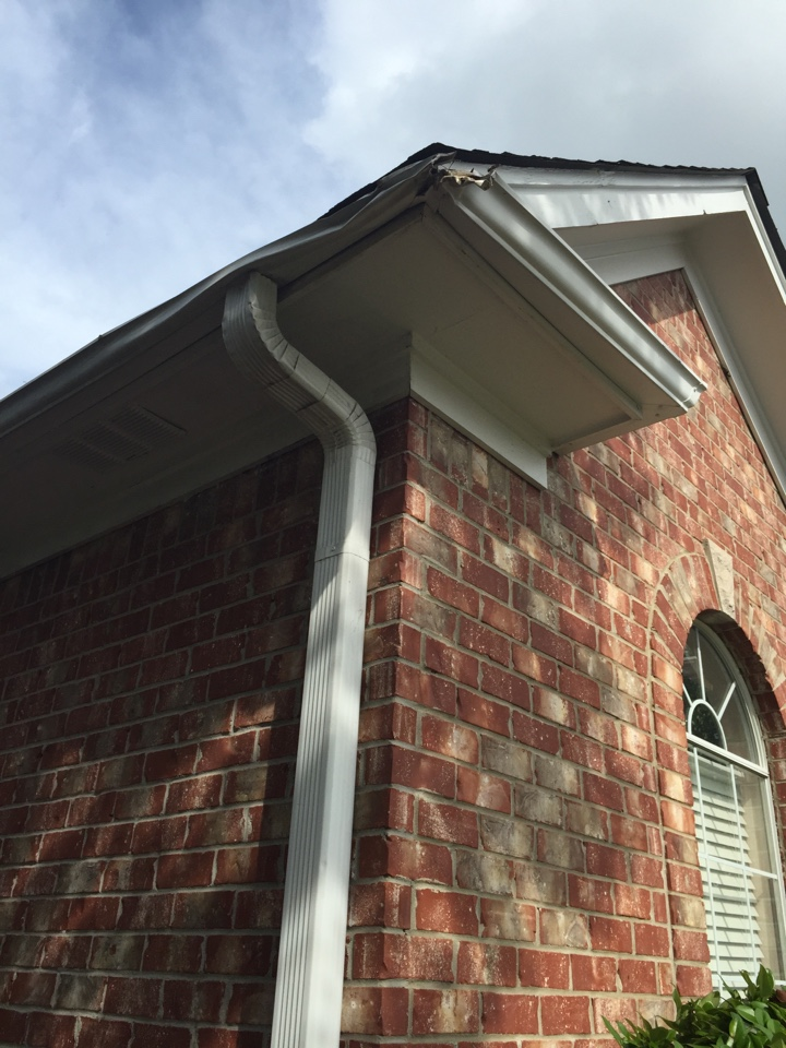 Calera, AL - Checking on bent gutters