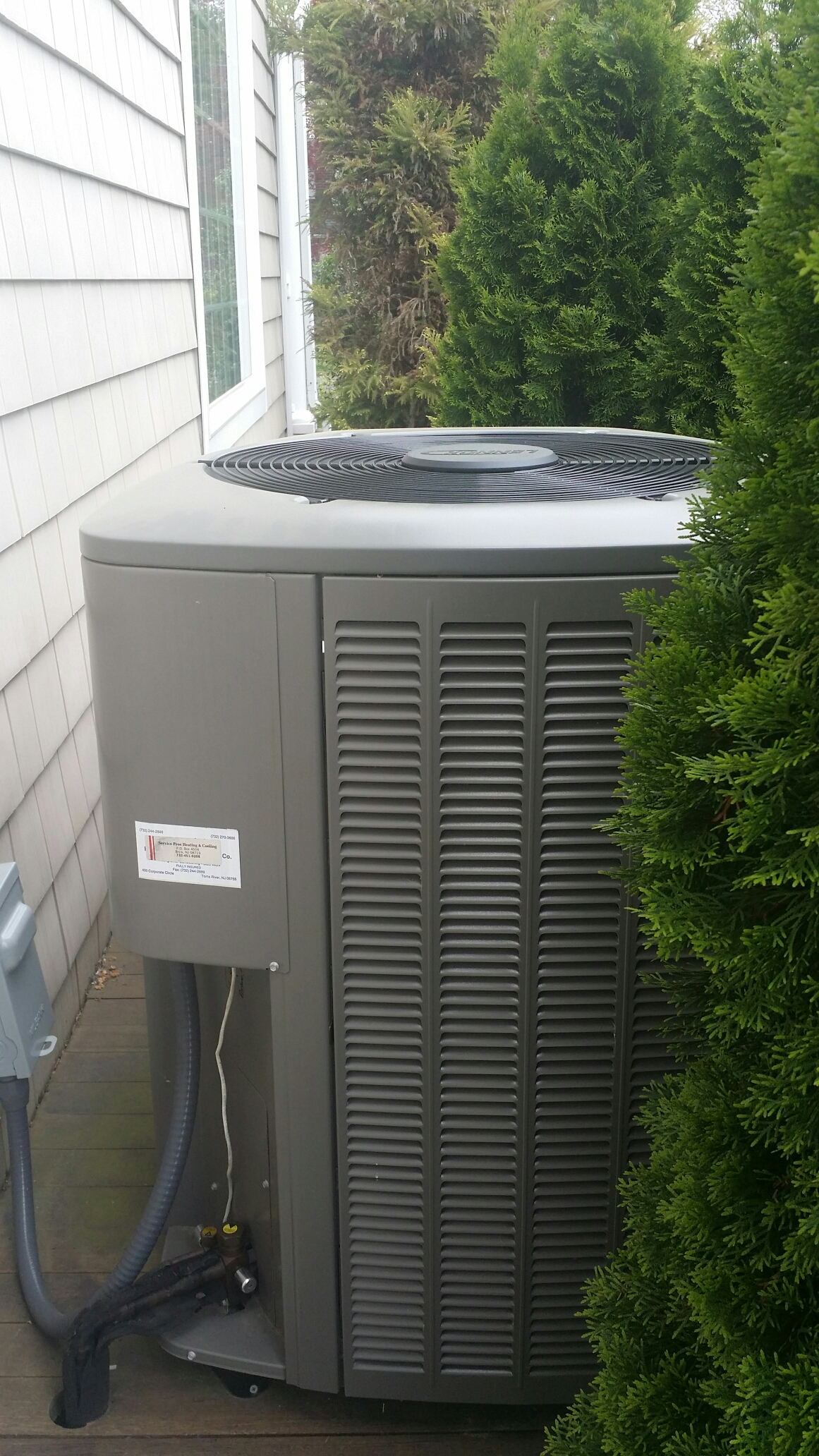 Manasquan, NJ - AC service call. Recharge Lennox  ac unit with refrigerant in Manasquan NJ