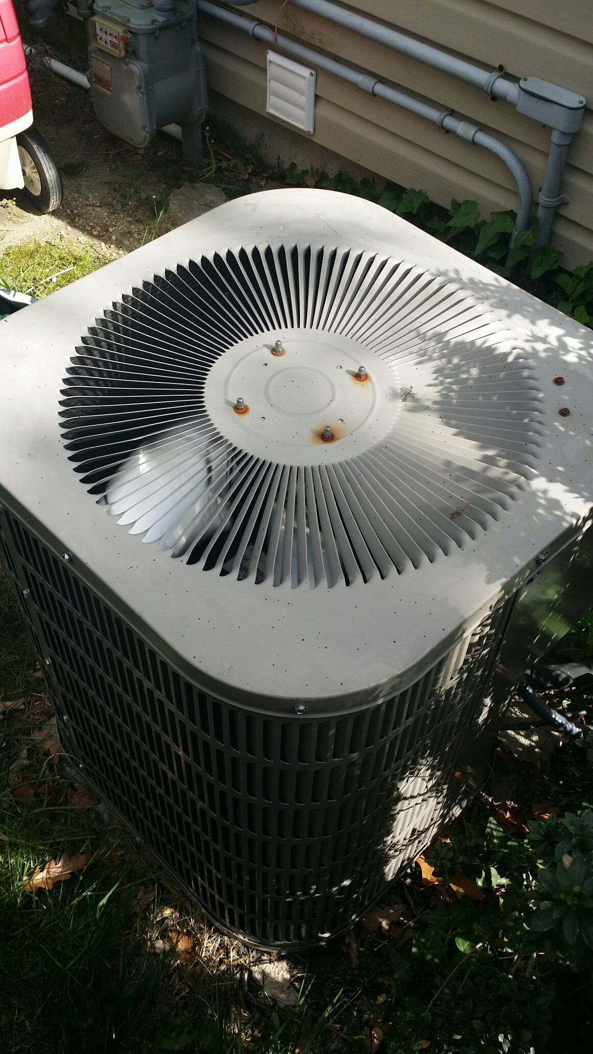 Toms River, NJ - Air conditioner  service call on a Goodman ac unit. Recharge ac with r22 freon