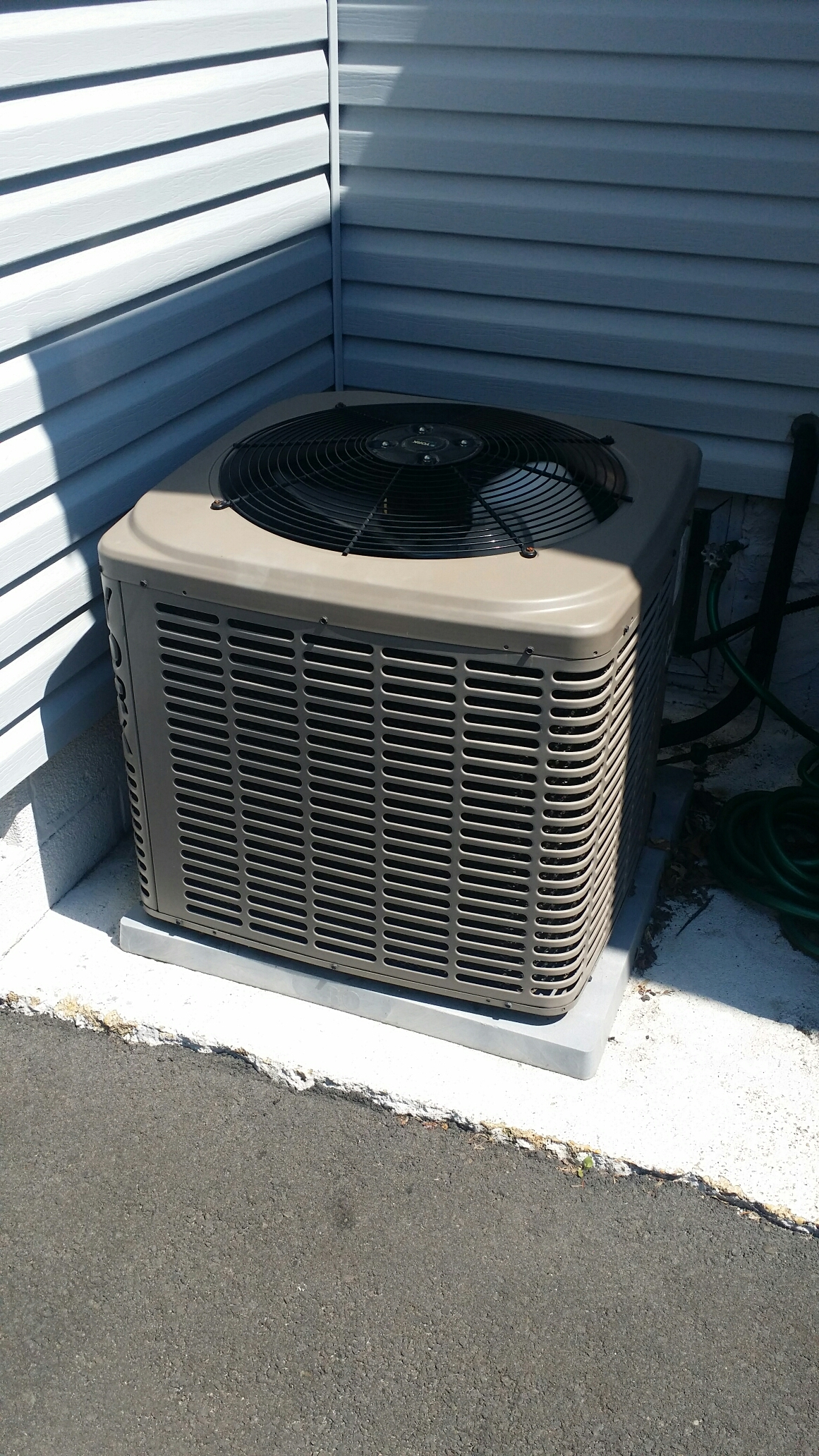 Brick, NJ - Air conditioner service call. York air conditioner not cooling. Leak search and recharge ac unit