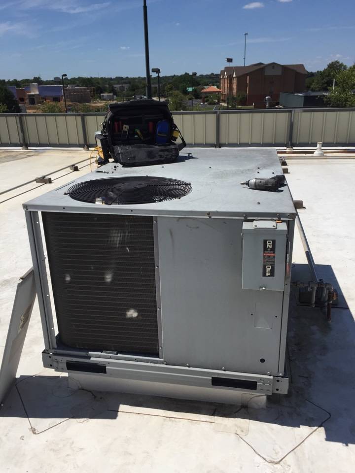Mason, OH - Repairing a Carrier roof top unit in Mason, OH