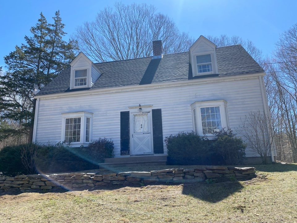 Ledyard, CT - Just another beautiful brand new GAF HDz charcoal roof installed on this beautiful week as everyone gets ready for spring!