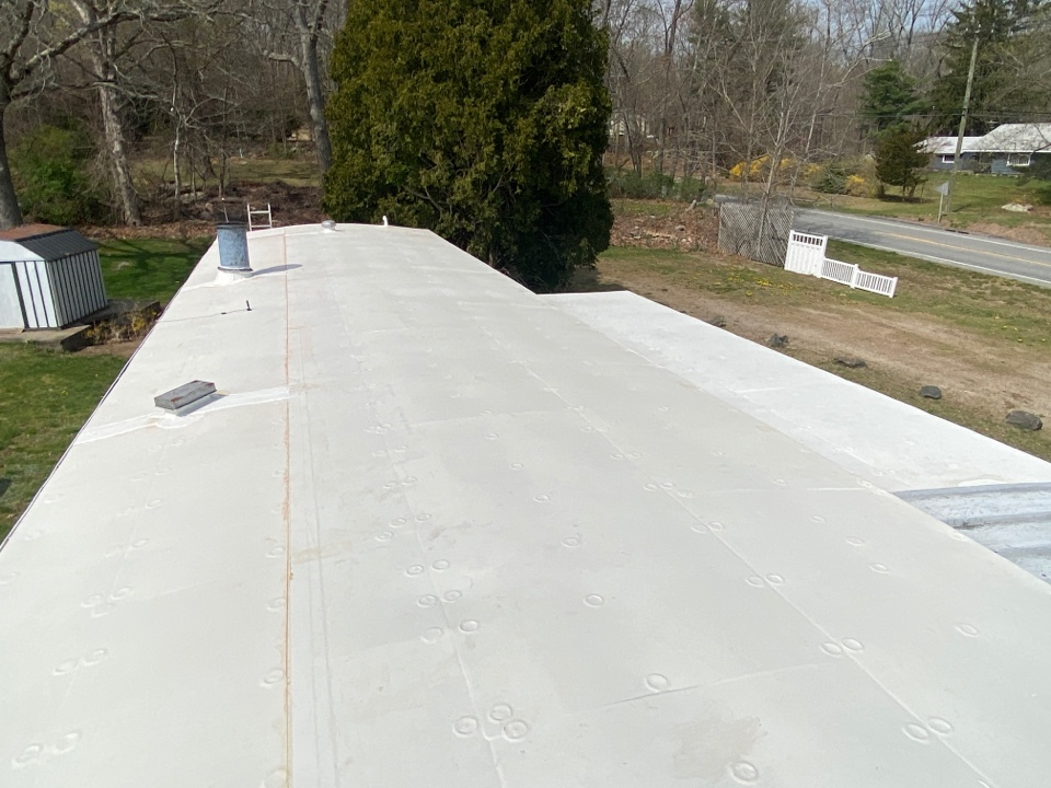 North Stonington, CT - White EPDM roof! With 1/2 inch insulation underneath and the rubber fully adhered!