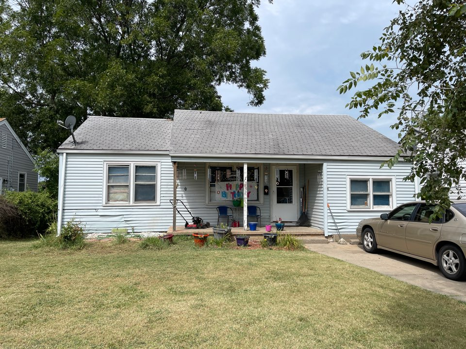 Wichita, KS - Roof inspection for roof replacement. Wind damage 3 tab shingles Oxford grey