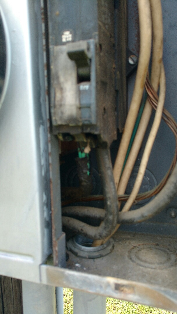 Palmetto, FL - Partial power in home. Found burnt main breaker. Replaced. All working now.