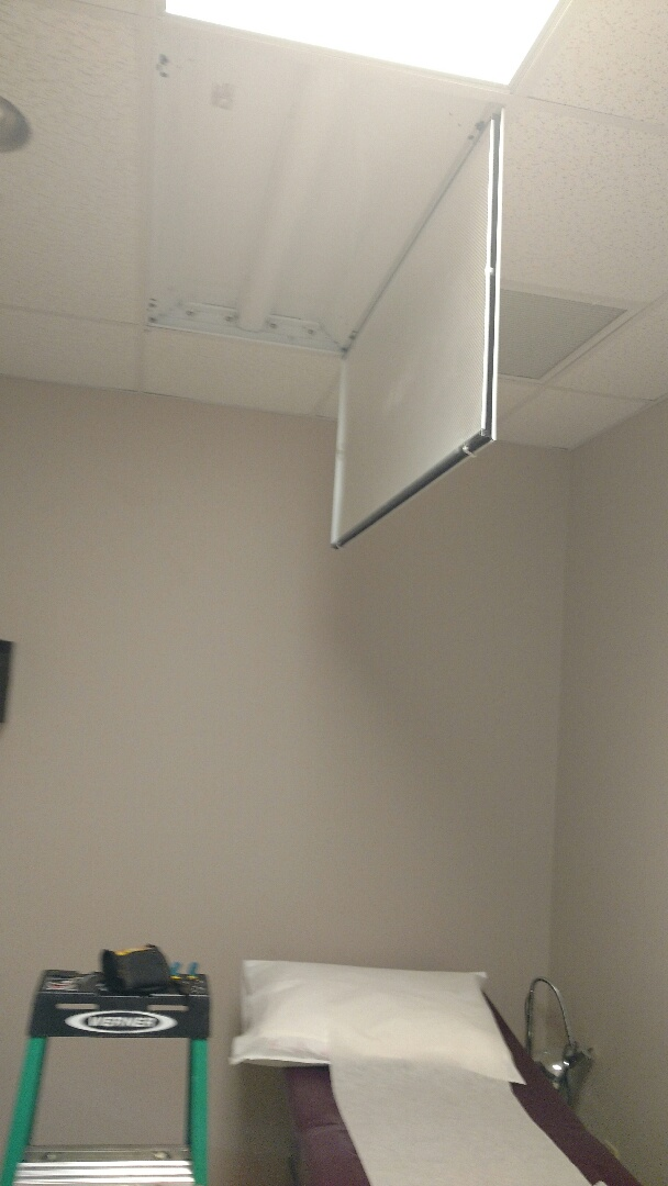 Bradenton, FL - Replace several fluorescent ballast and tubes in doctors office.