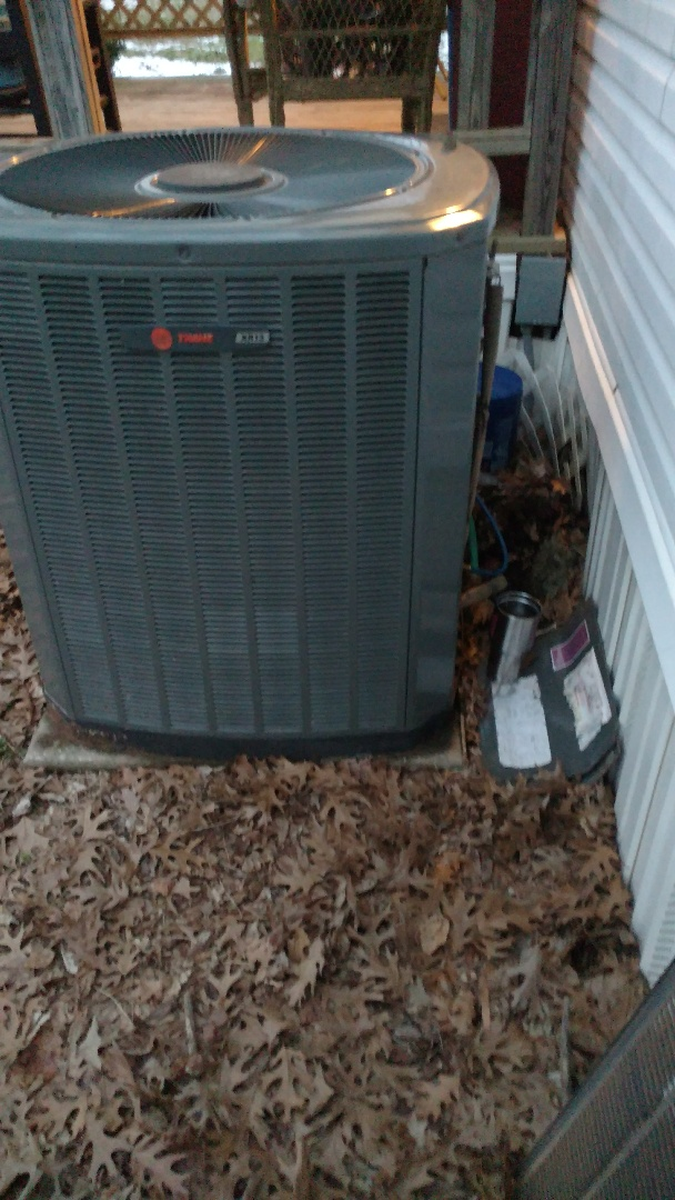 Longview, TX - Working on troubleshooting a heat pump