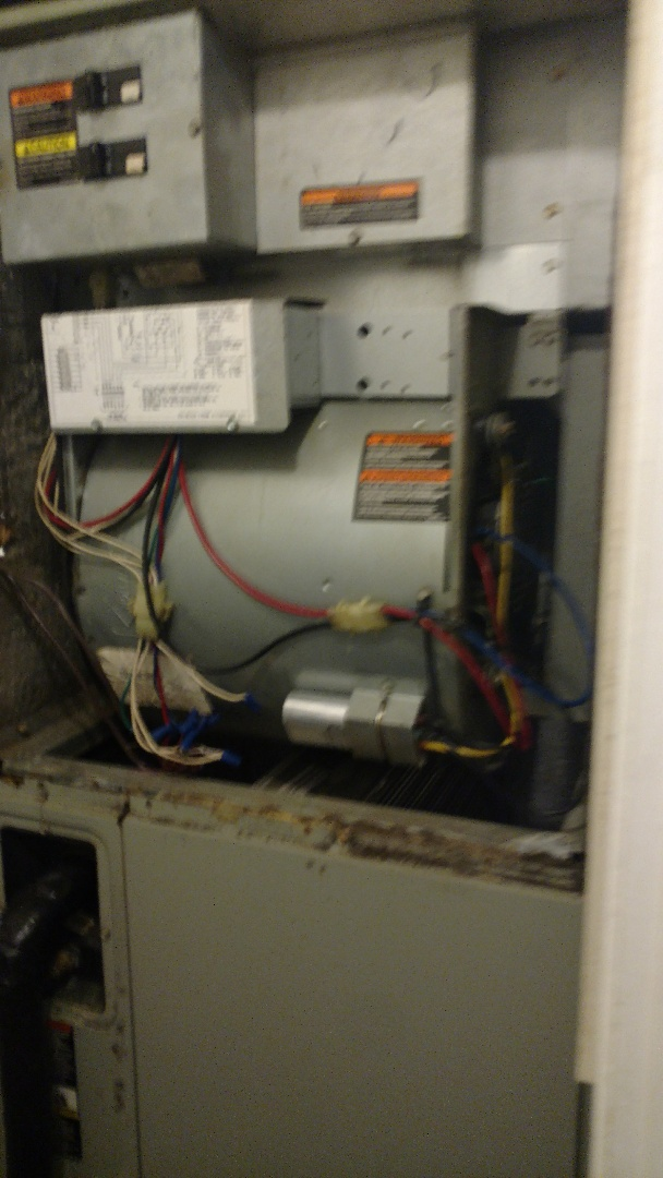 Gladewater, TX - Performing a cooling maintenance