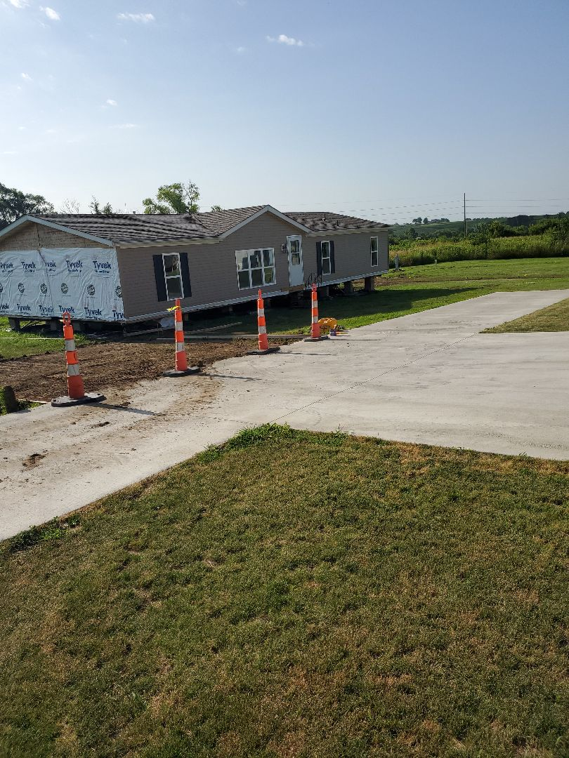 Oskaloosa, IA - New home in new large lots in century mobile home park
