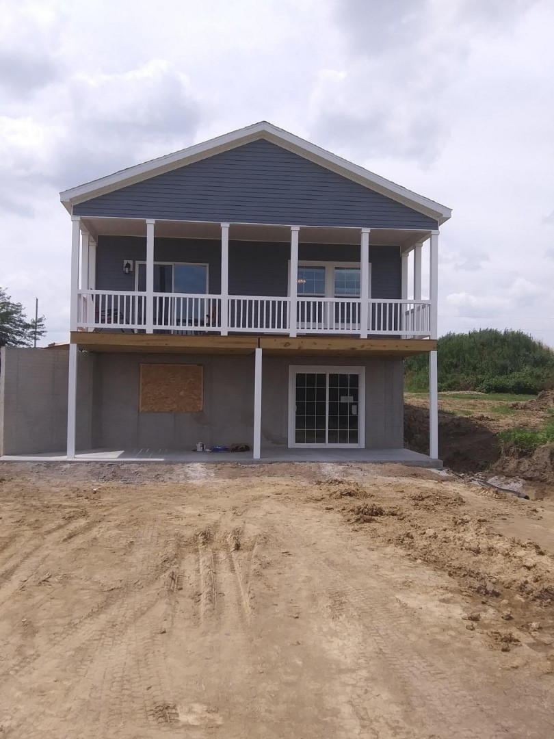 Oskaloosa, IA - Kyla and Barb finishing this home near Corydon