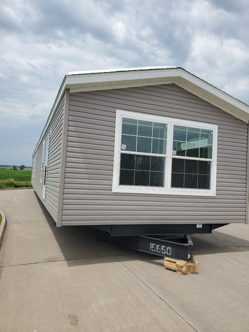 Grinnell, IA - Met a new home in Grinnell , 16x80 going to Arbor Lake Community