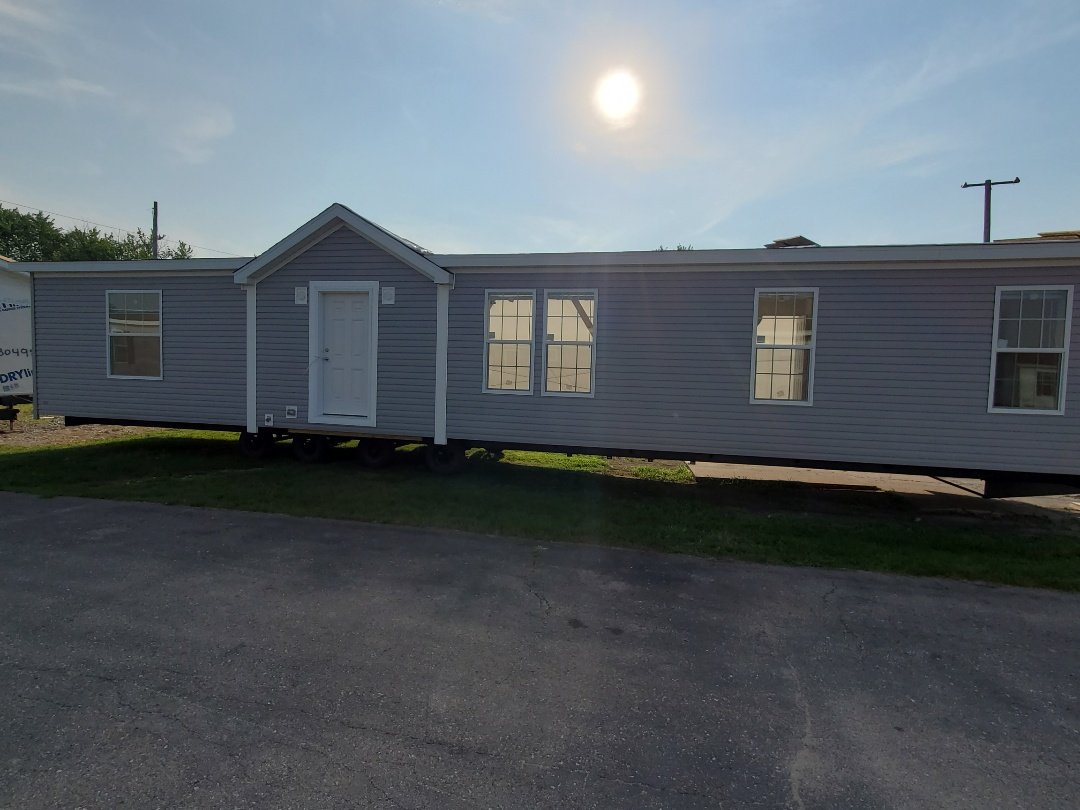 Oskaloosa, IA - New home ready to deliver to Newton. 1,600 sf customized plan from Champion Homes
