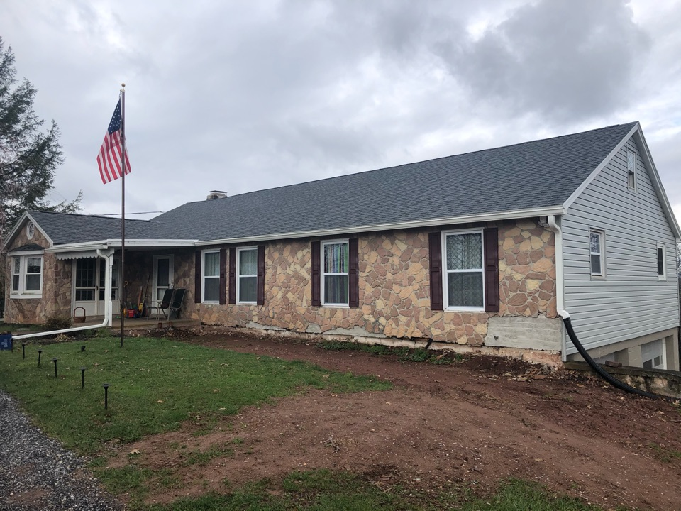 East Berlin, PA - Called out to inspect roof.  Found that the roof needed full replacement.  Used GAF Timberline HDZ.