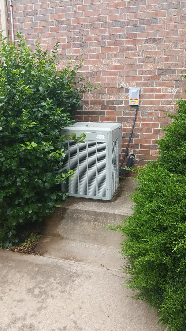 Edmond, OK - Doing 3 system AC Precision tune-ups for residential client near I-35 and two systems were Trane R22 condensing systems and one was a Bryant condensing unit installed recently found that two systems were low on refrigerant freon systems are working great other than low on refrigerant