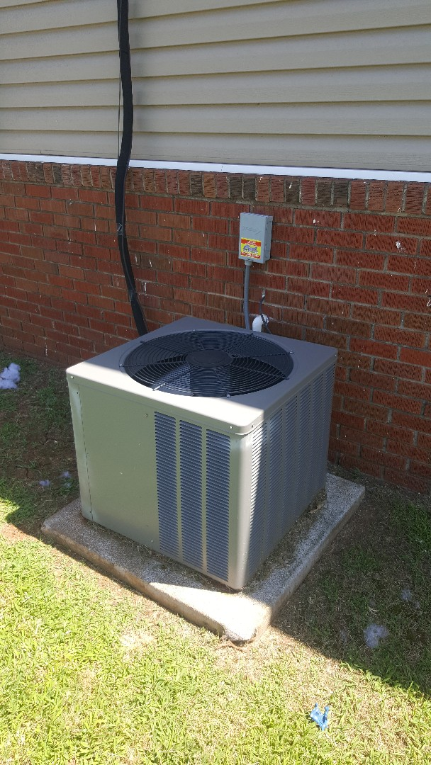 Edmond, OK - Replacing 40/5 dual run capacitor for Ruud AC condensing unit for residential home next door to Edmond Road Baptist Church near Kelly Road found that there was Zero capacitance in run capacitor and oil had apparently deteriorated and leaked out of capacitor