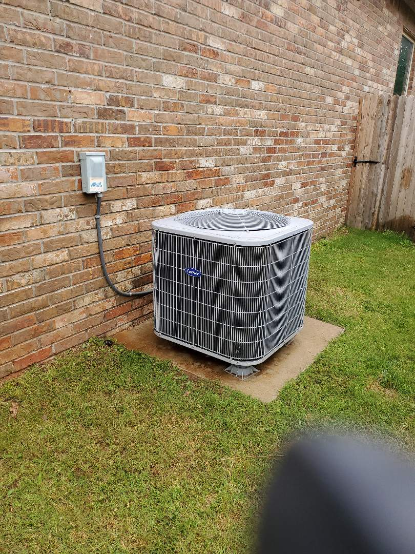Edmond, OK - Carrier AC condenser 247 volts ac 39.69/5.04 mfd capacitor rated @ 40/5 8.95 amperage rla compressor motor 1.9 rla condenser fan motor R410a txv metering device 194 psi high side 10.5 degrees subcooling 110 psi low suction side 8.5 degrees superheat